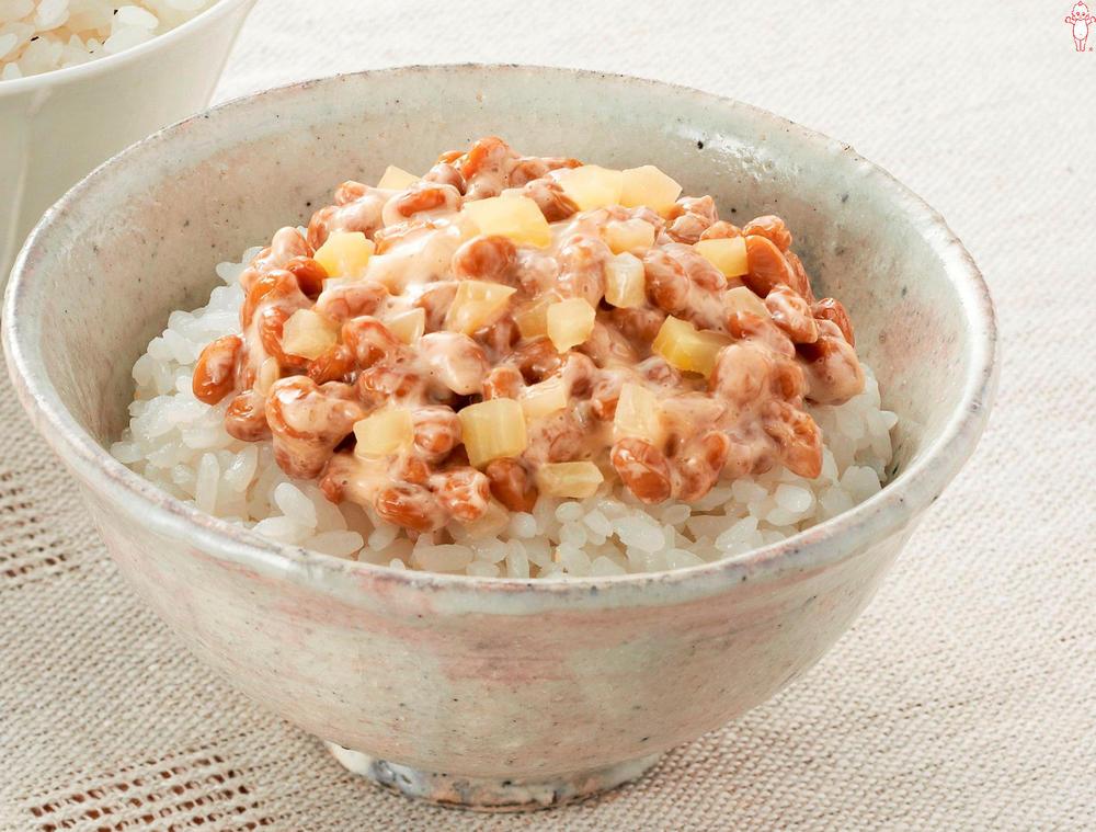 写真:納豆とたくあんのマヨごはん
