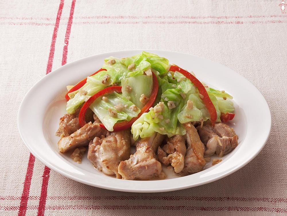 写真:キャベツと鶏もも肉のガーリックマヨネーズ炒め