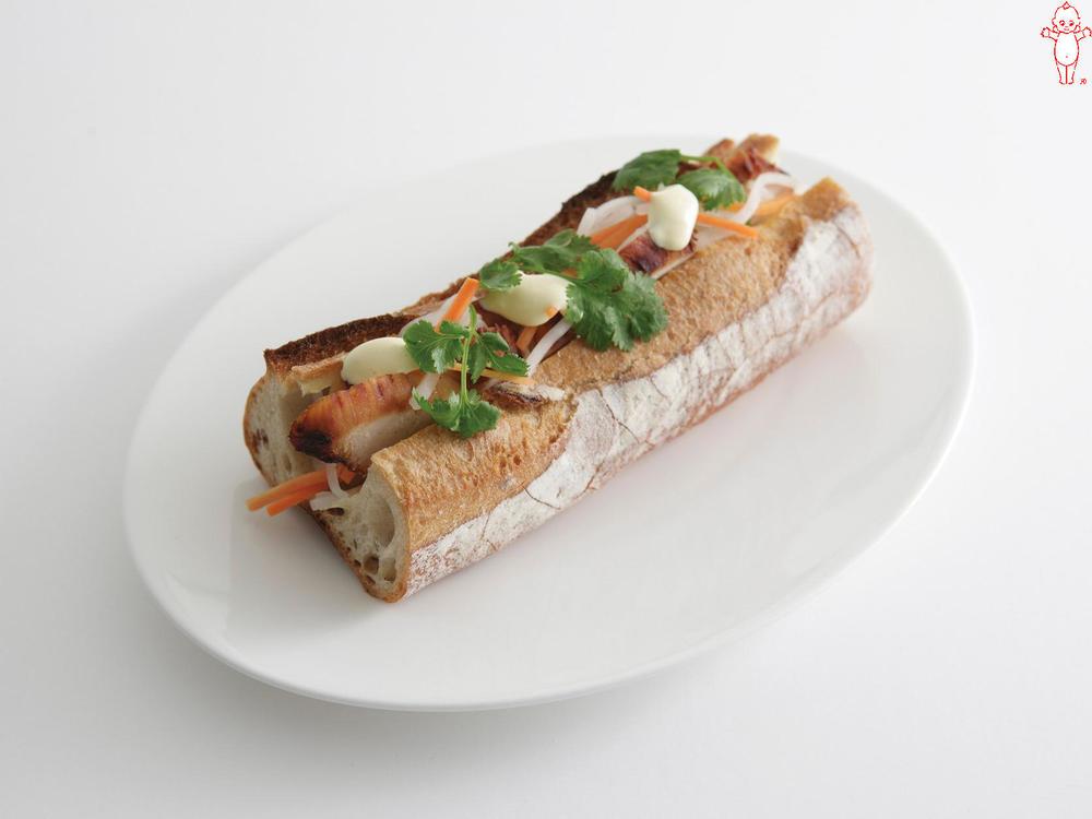 写真:チキンと香菜のサンドイッチ