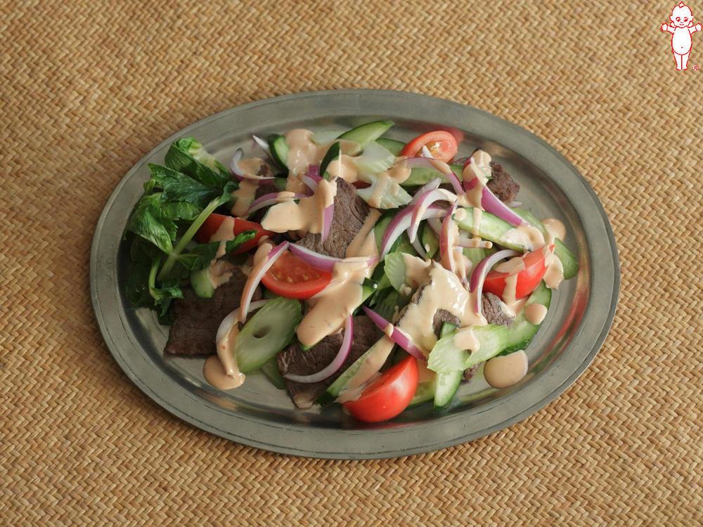 写真:ヤムヌア風牛肉と野菜のピリ辛マヨサラダ