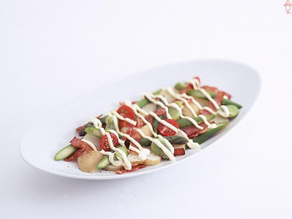 写真:4種の野菜とカリカリベーコンのホットサラダ