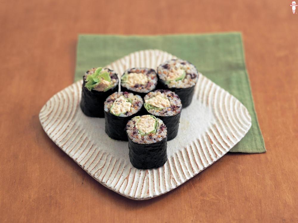 写真:玄米サラダのり巻き
