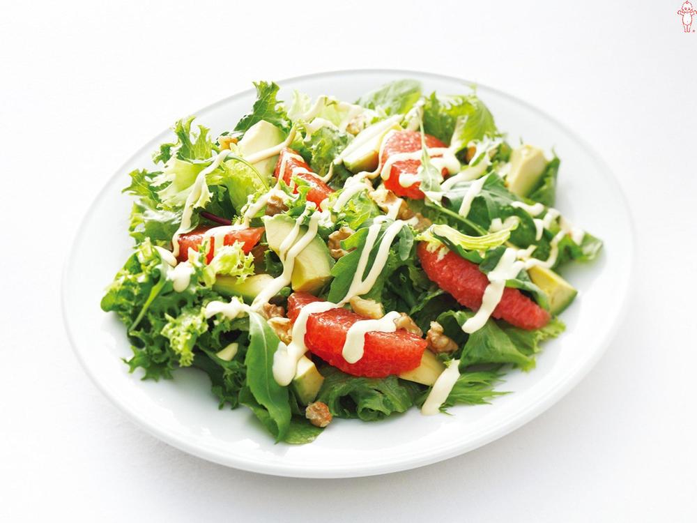 写真:アボカドとルビーグレープフルーツのグリーンサラダ