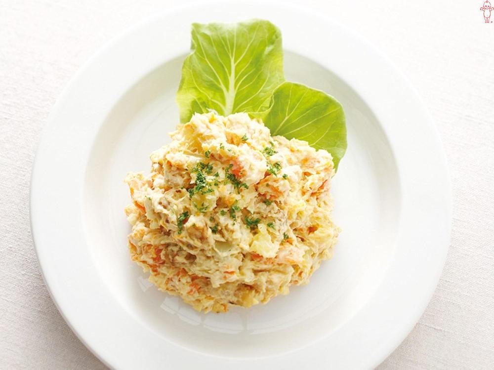 写真:にんじんとくるみのスイートポテトサラダ