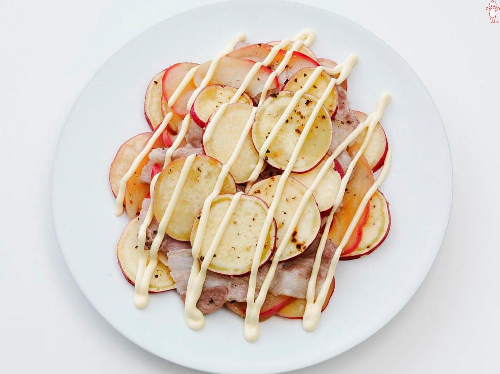 写真:さつまいもとりんごの蒸しサラダ