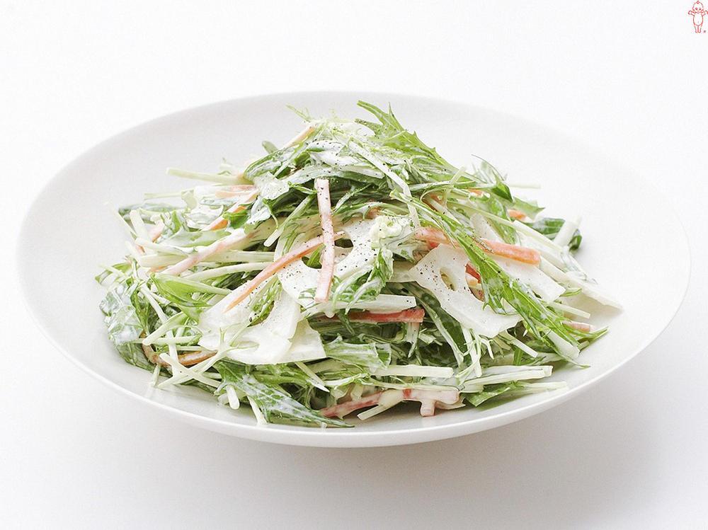 写真:水菜とれんこんとにんじんのサラダ