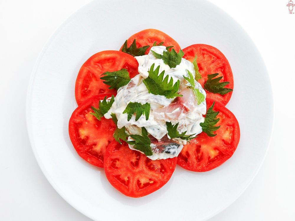 写真:あじのマリネのトマトサラダ