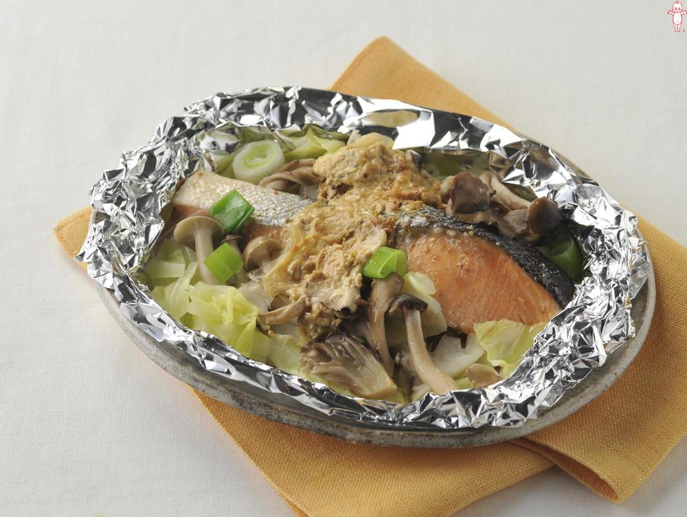 写真:オーブントースターでかんたん!きのこと鮭のホイル包み焼き