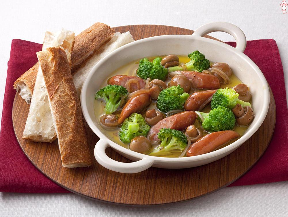 写真:ブロッコリーとマッシュルームのアヒージョ