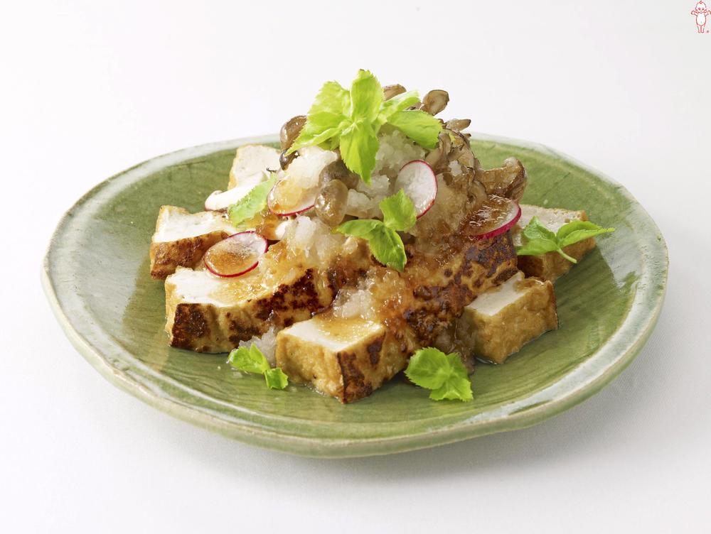 写真:きのこと厚揚げの焼きサラダ