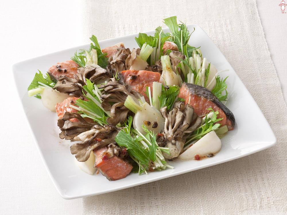 写真:鮭とかぶのあえサラダ