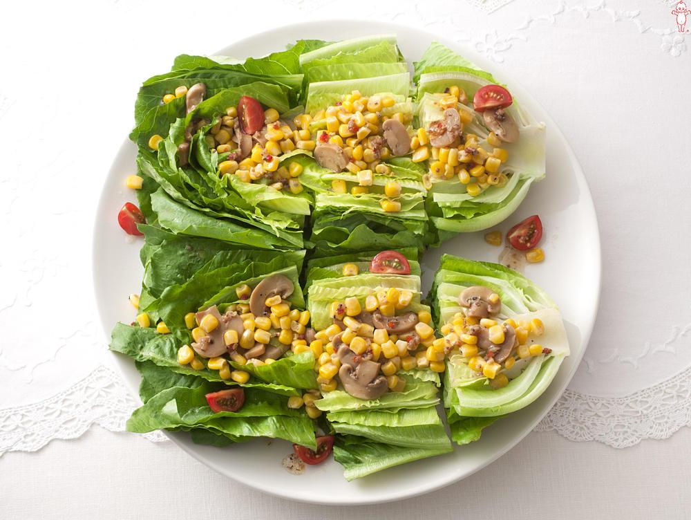 写真:まるごとロメインレタスのホットサラダ