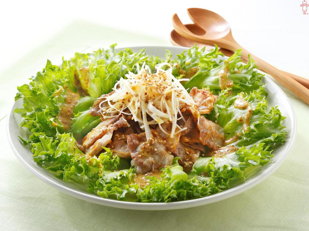 写真:豚ばら肉の韓国風サラダ