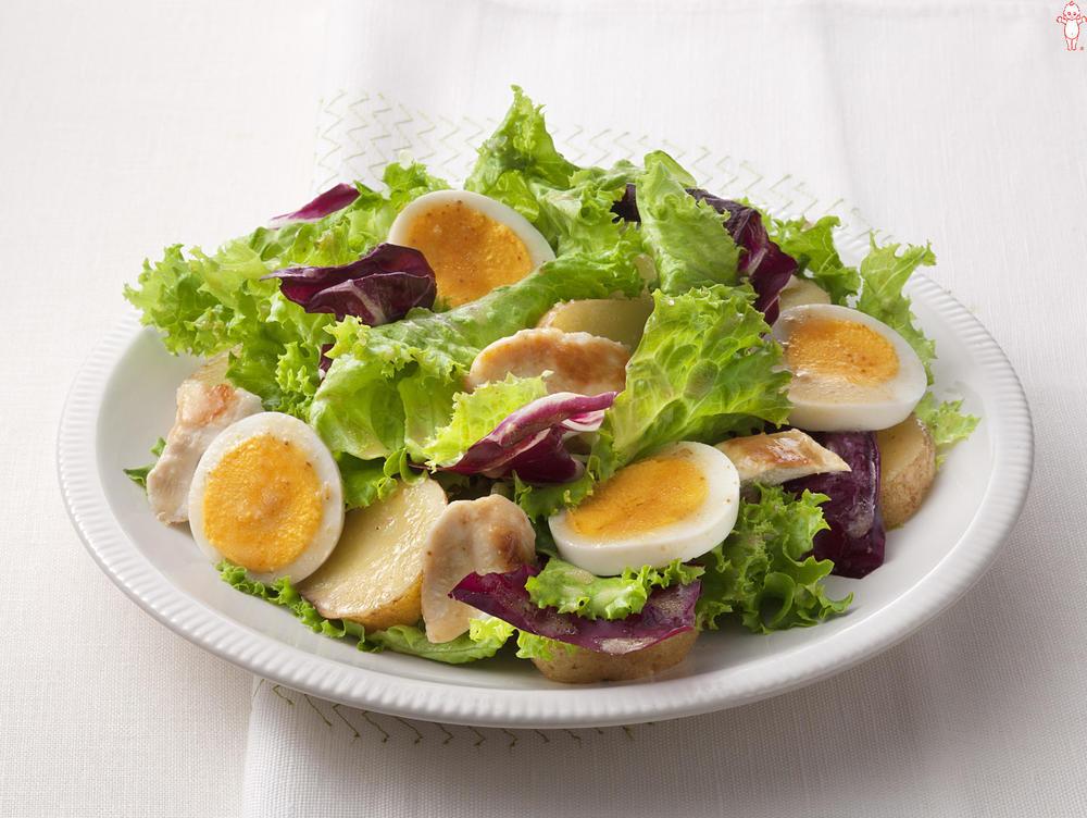 写真:新じゃがとゆで卵のあえサラダ