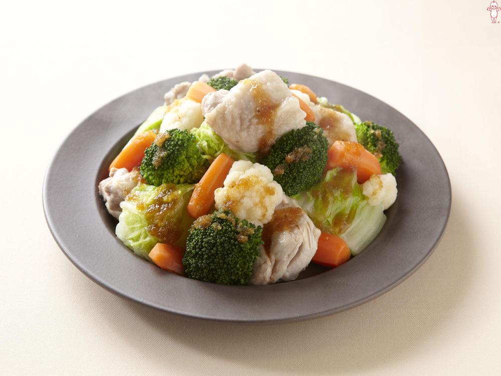 写真:鶏肉とブロッコリーの蒸しサラダ