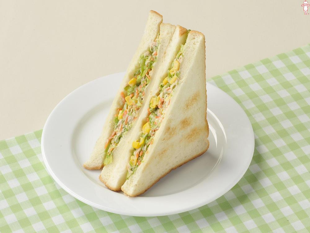 写真:ツナとコーンのコールスローサンドイッチ