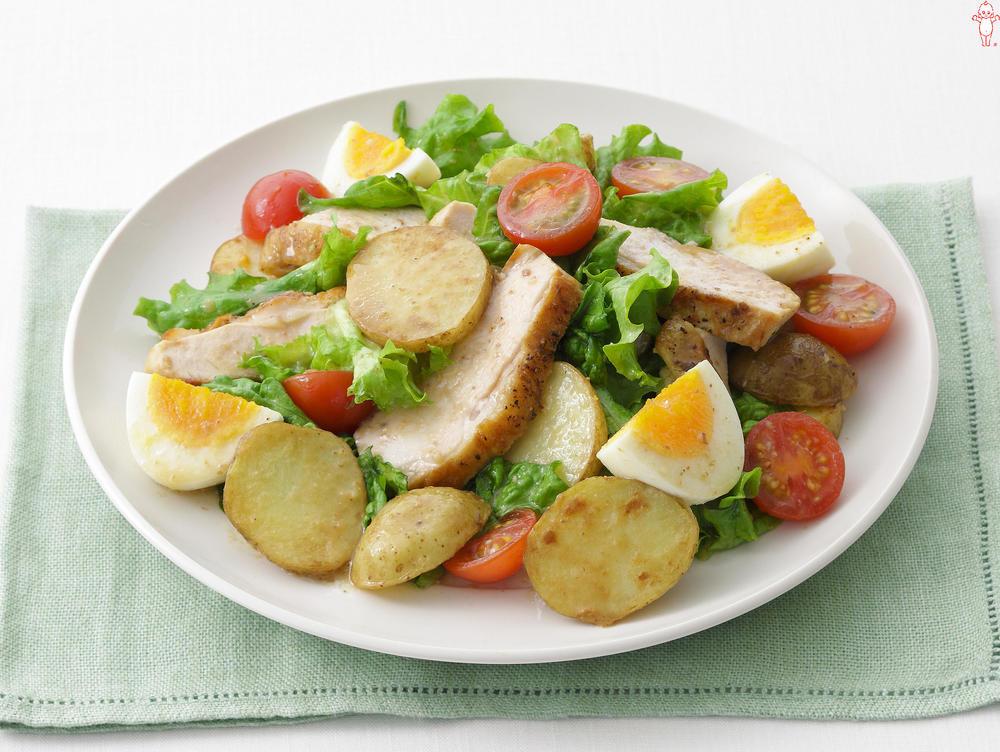 写真:鶏むね肉と新じゃがのあえサラダ