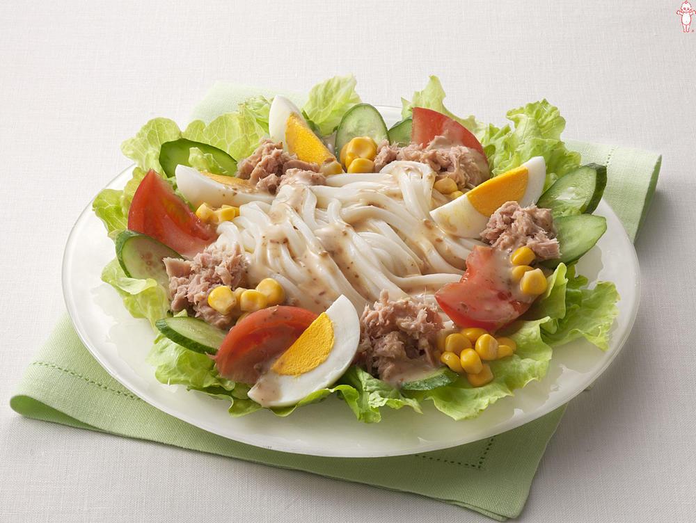 写真:トマトとツナの彩りサラダうどん