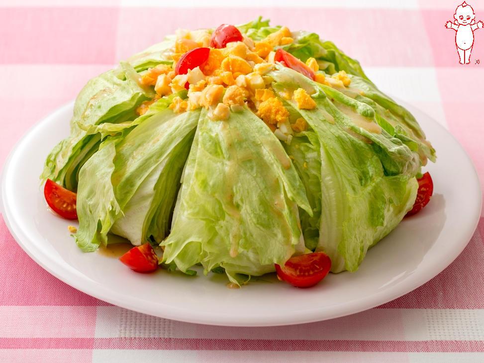 写真:レタスのケーキ風サラダ