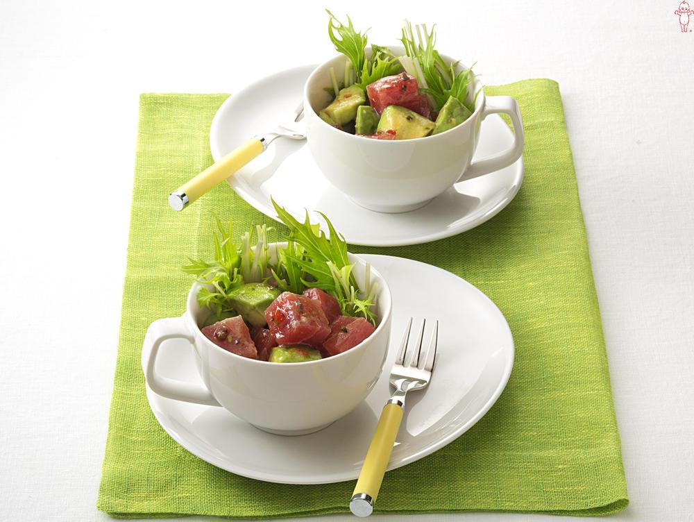 写真:まぐろとアボカドのポキカップサラダ
