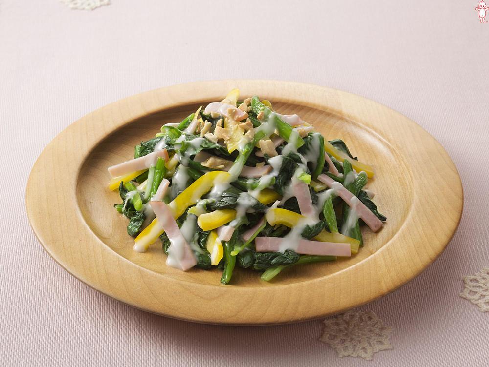 写真:ほうれん草のカラフルサラダ