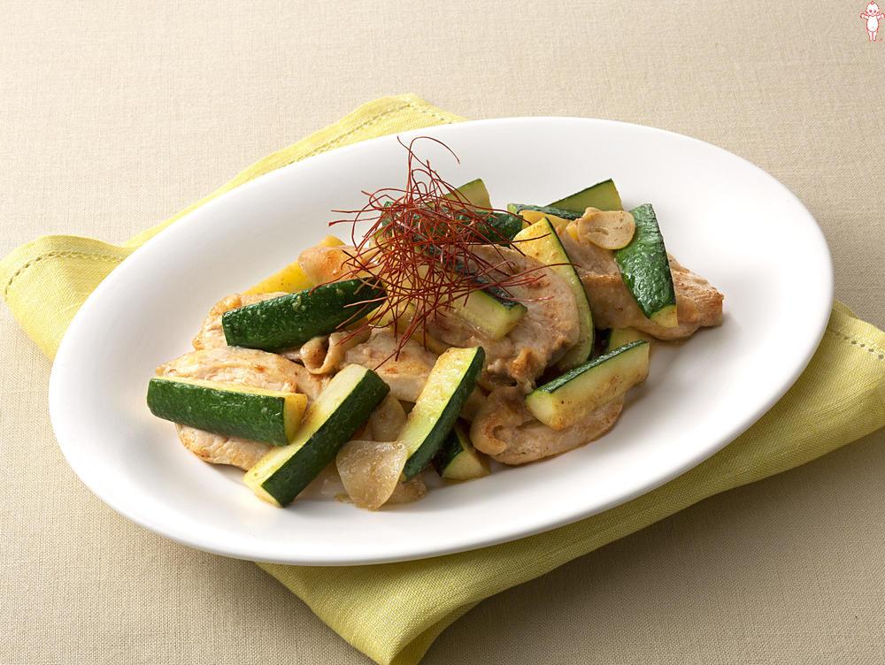 写真:ズッキーニと鶏むね肉のマヨソテー