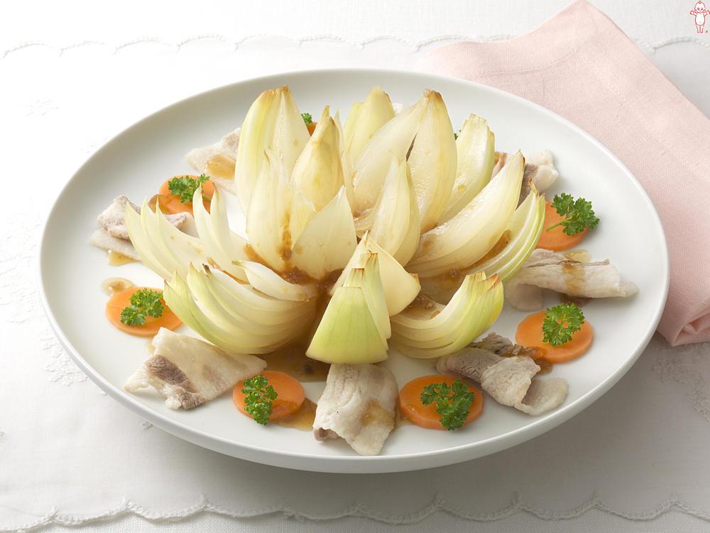 写真:まるごと玉ねぎの温サラダ