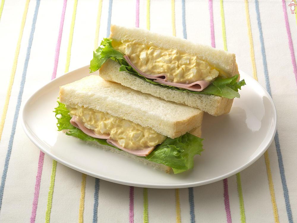 写真:たまごとハムのサンドイッチ