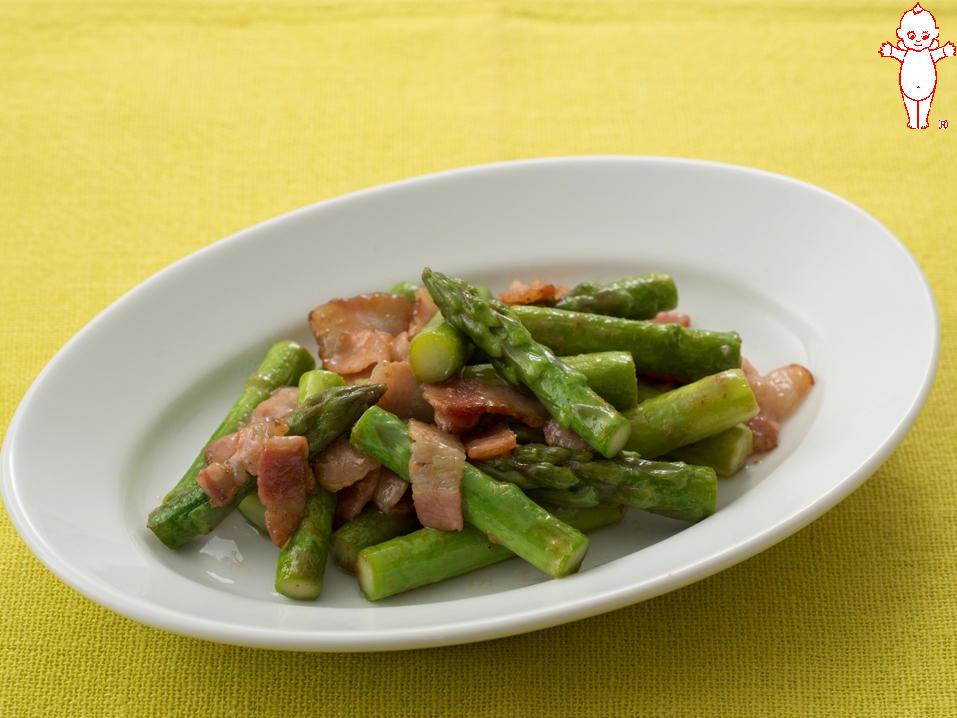 写真:グリーンアスパラガスとベーコンのすりおろしオニオン炒め