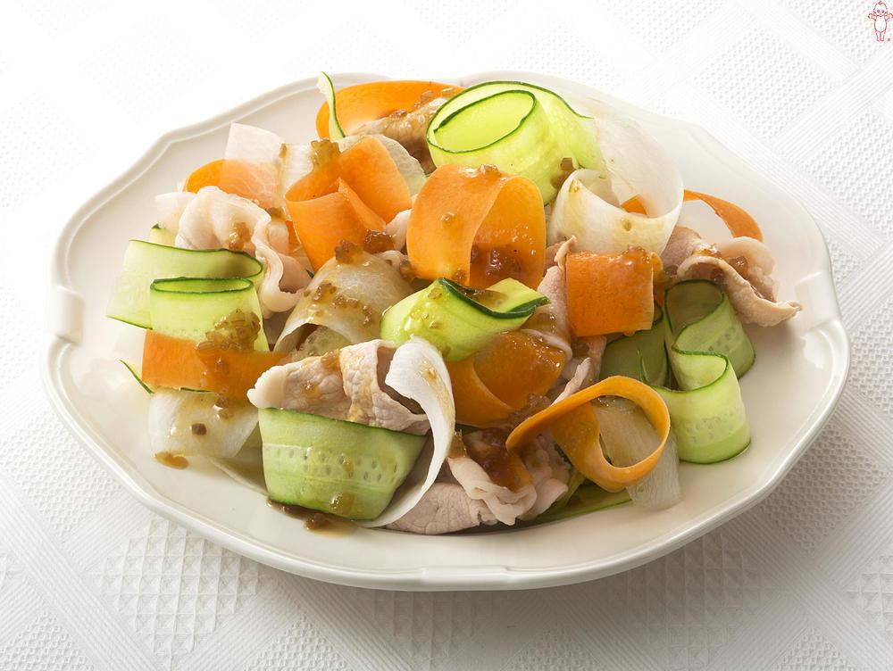 写真:3色野菜のリボンサラダ