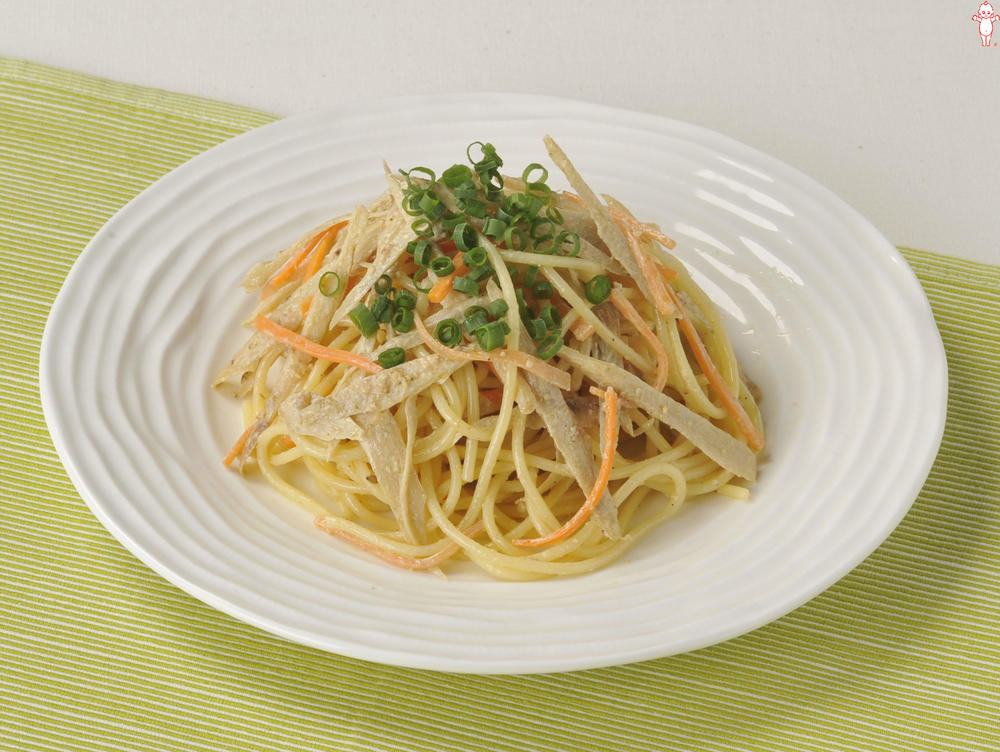写真:根菜のパスタサラダ