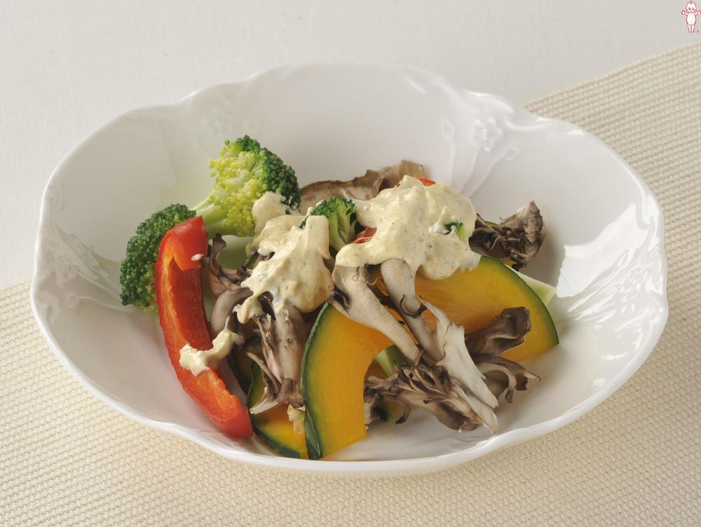 写真:温野菜サラダのごまマヨがけ