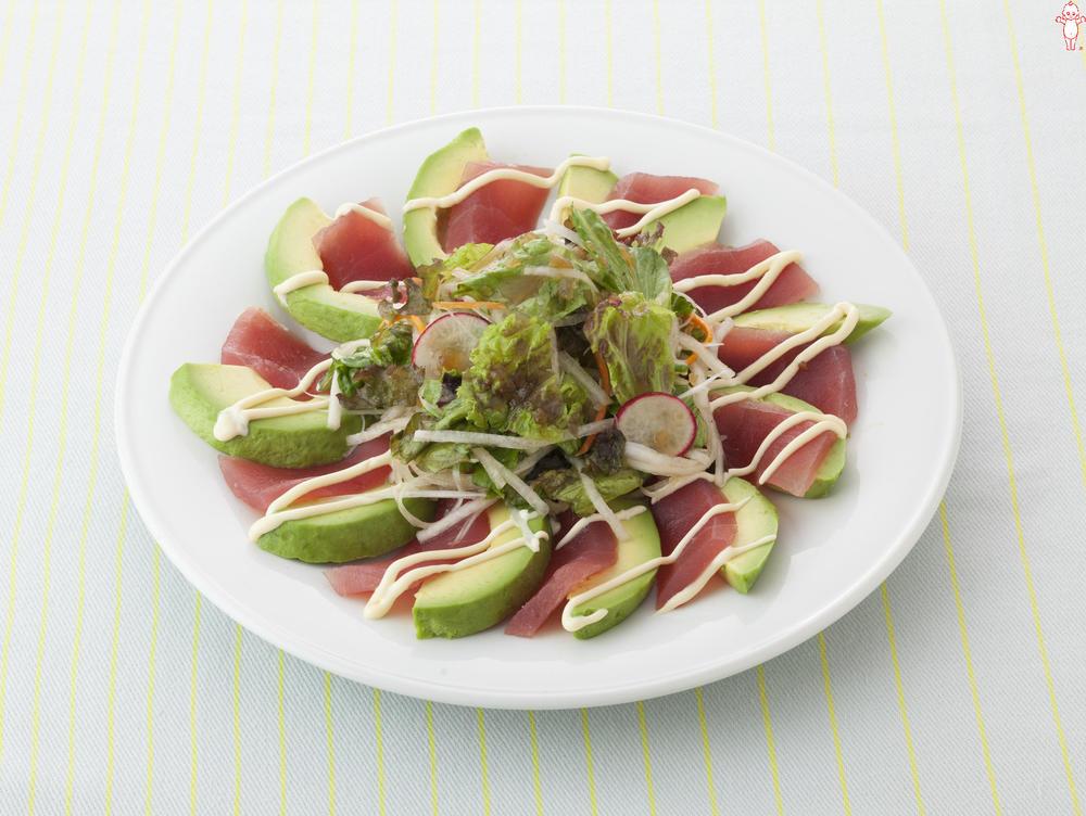 写真:まぐろとアボカドのサラダ