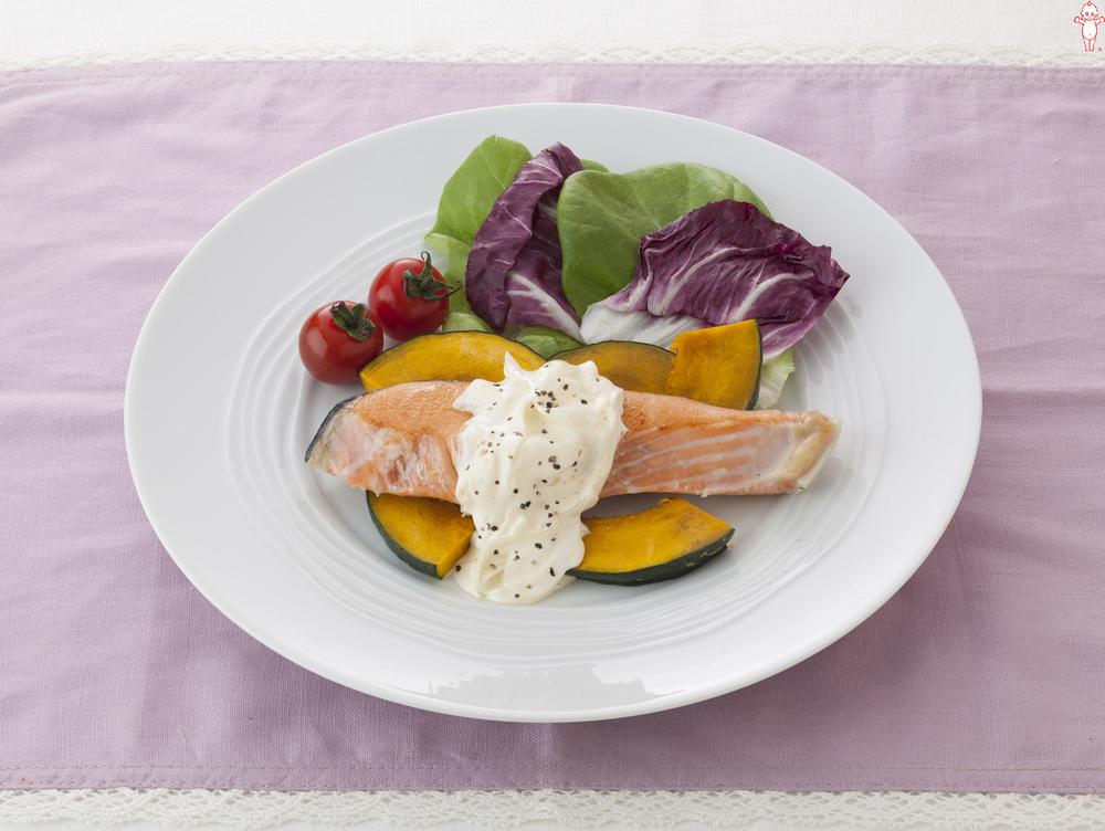 写真:鮭のソテー オニオンマヨソースがけ
