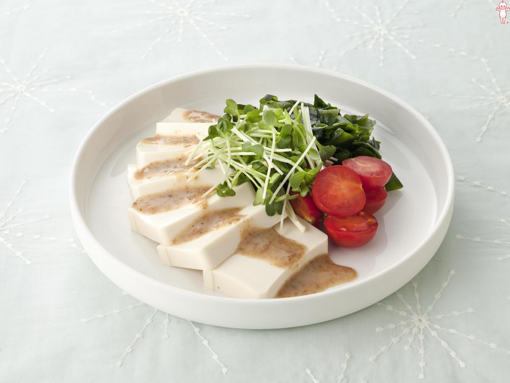 写真:豆腐のごまだれサラダ