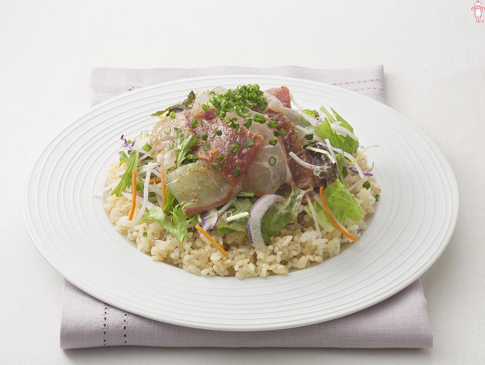 写真:まぐろと鯛のサラダ寿司