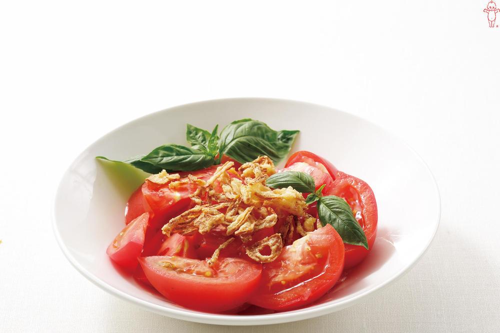 写真:トマトとバジルのオニオンサラダ