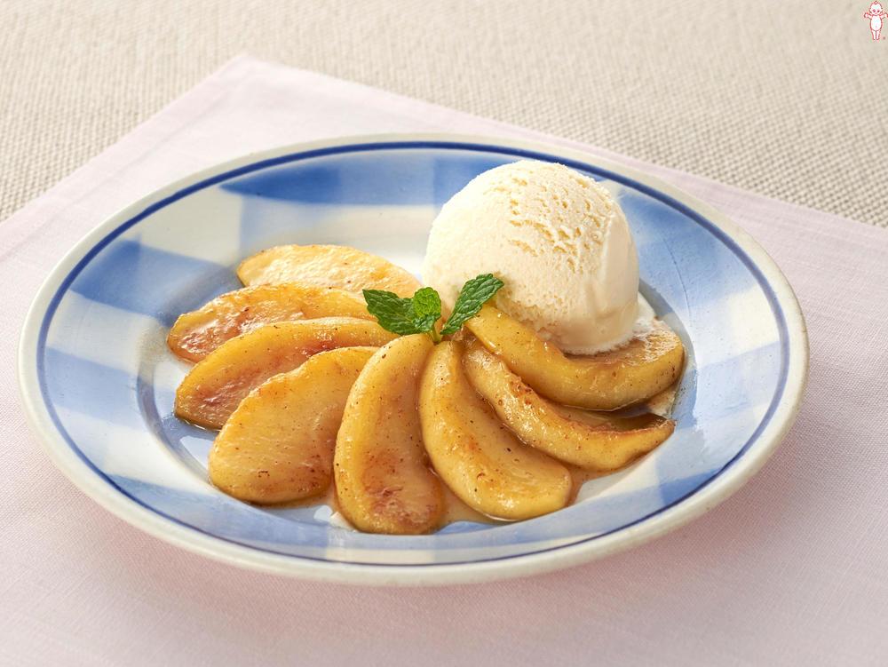 写真:焼きりんご バニラアイス添え