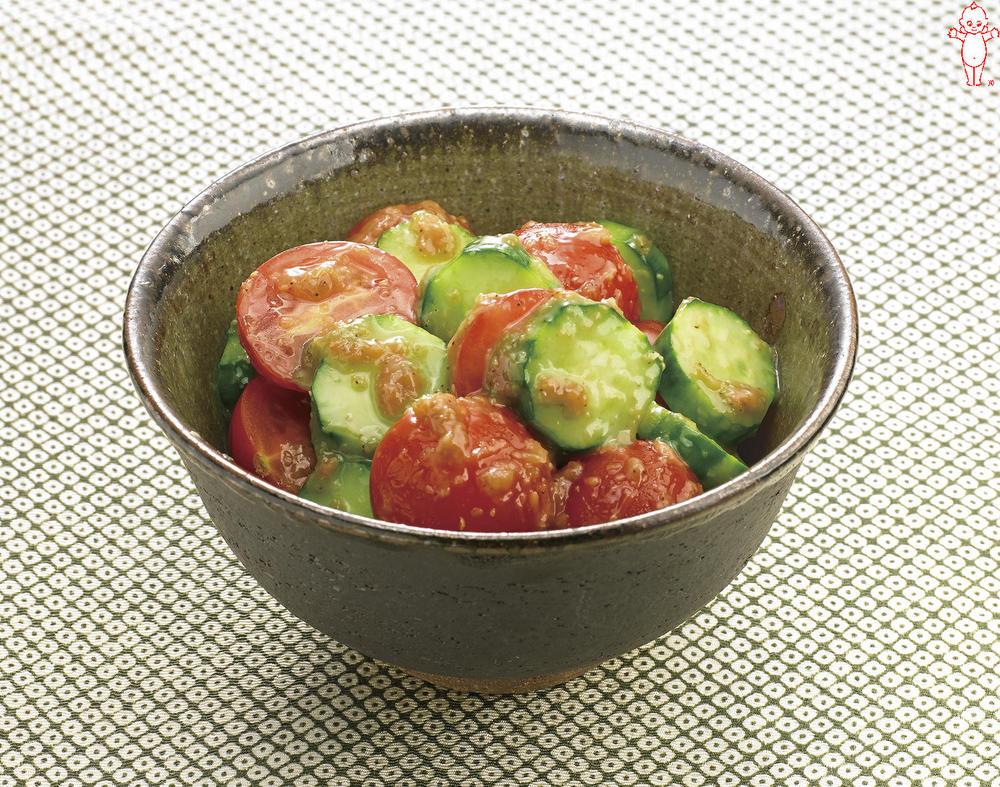 写真:きゅうりとプチトマトのごま和え