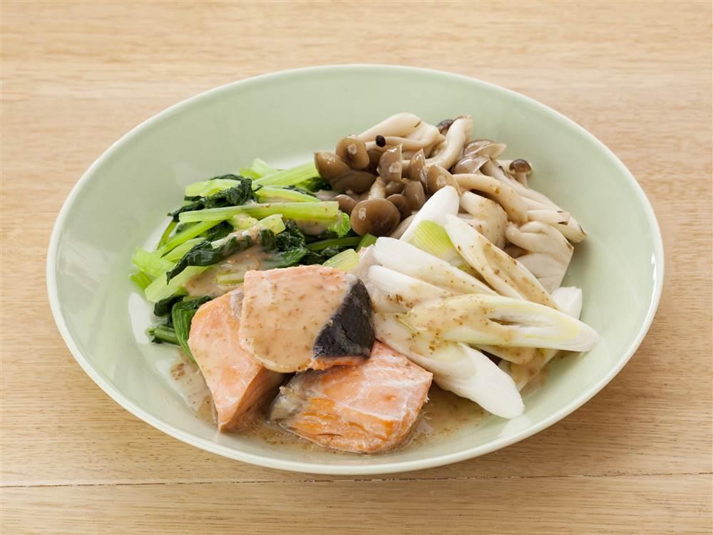 写真:鮭と小松菜の温サラダ
