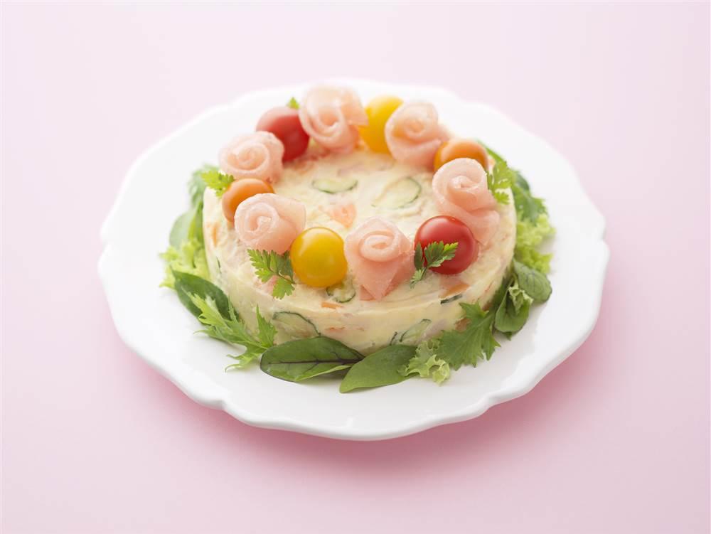 写真:生ハムのポテトサラダケーキ