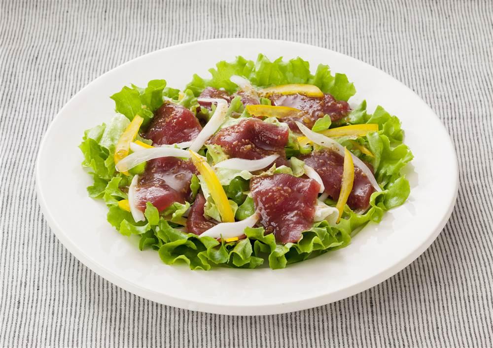写真:まぐろと黄パプリカのサラダ