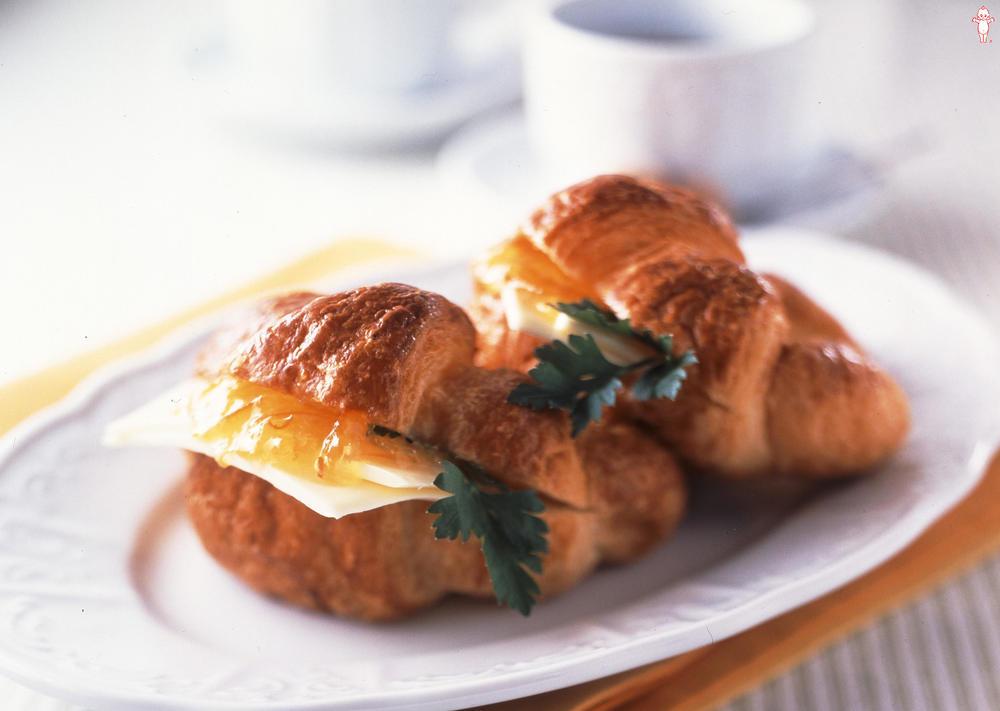写真:オレンジママレードとチーズのクロワッサンサンド