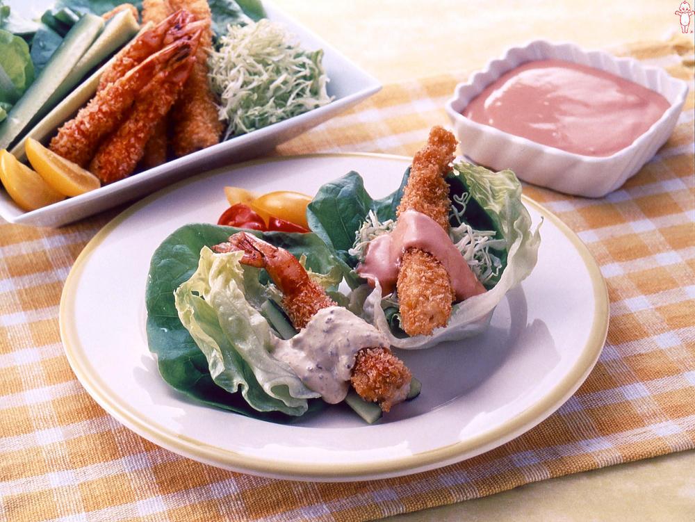 写真:フライのレタス巻きサラダ