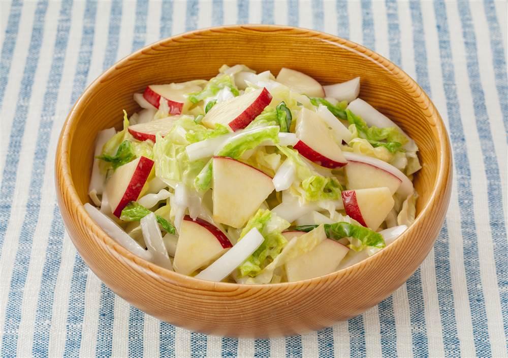 写真:白菜とりんごのコールスロー風サラダ