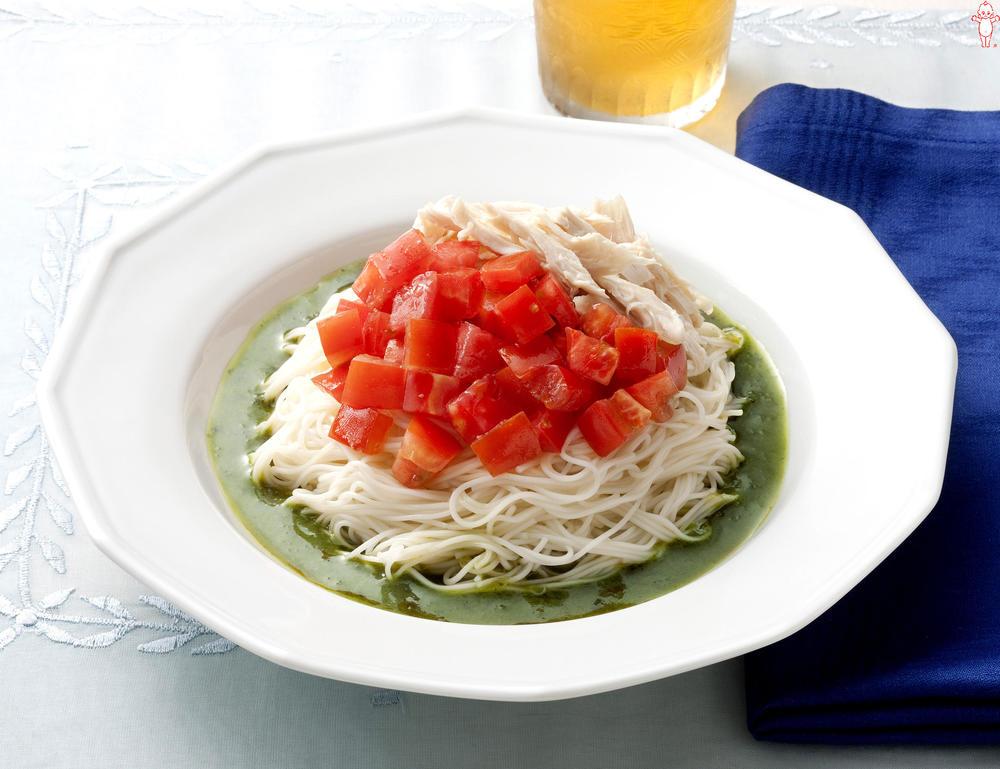 写真:バジル風味のトマトサラダそうめん
