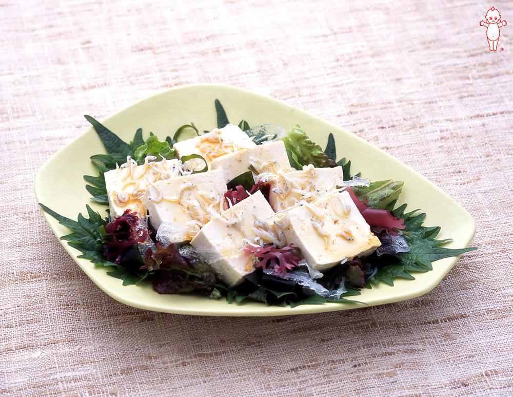 写真:豆腐としらすのサラダ