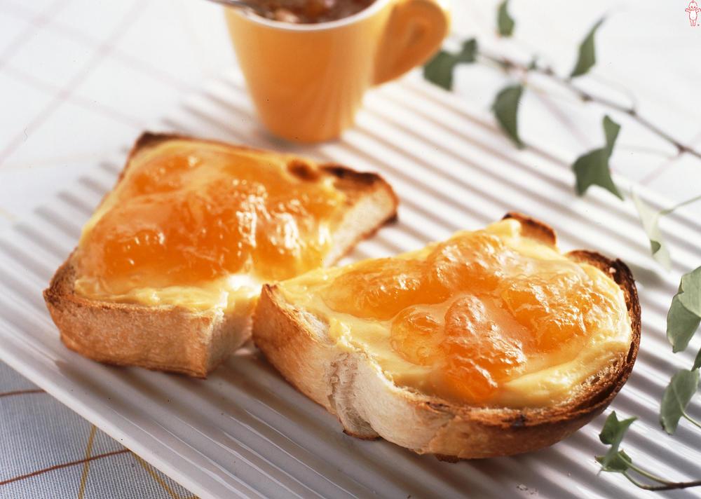 写真:カスタードとアンズのトースト