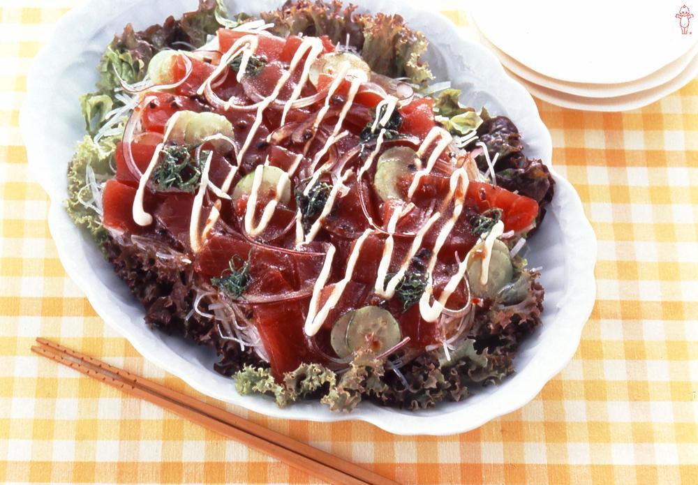 写真:まぐろとたっぷり野菜のカルパッチョ