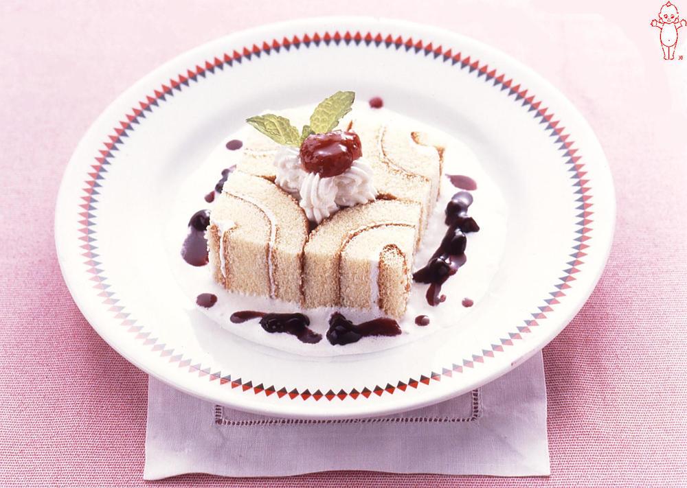 写真:デコレーションロールケーキ